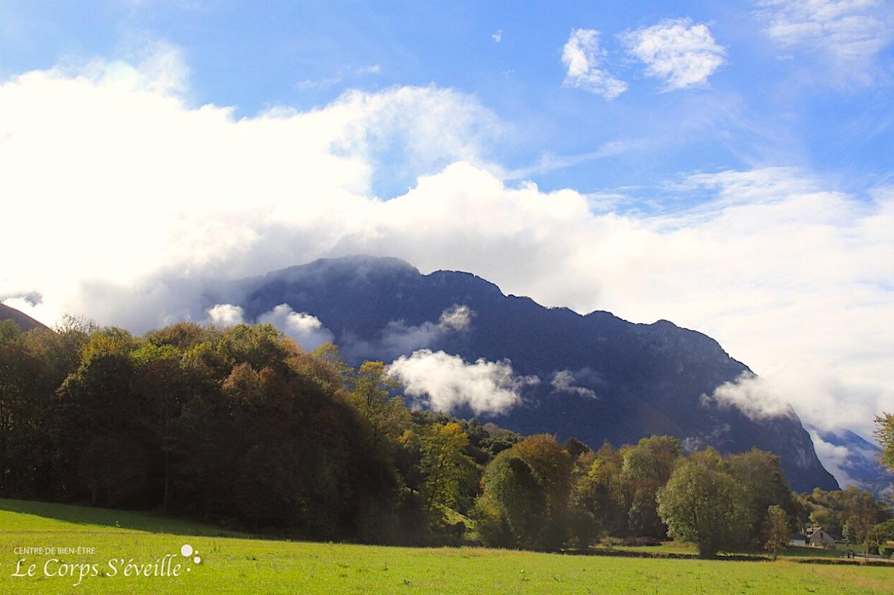 La tête dans les nuages pendant un massage. Un bien-être se vit en montagne, jusque dans le détail.