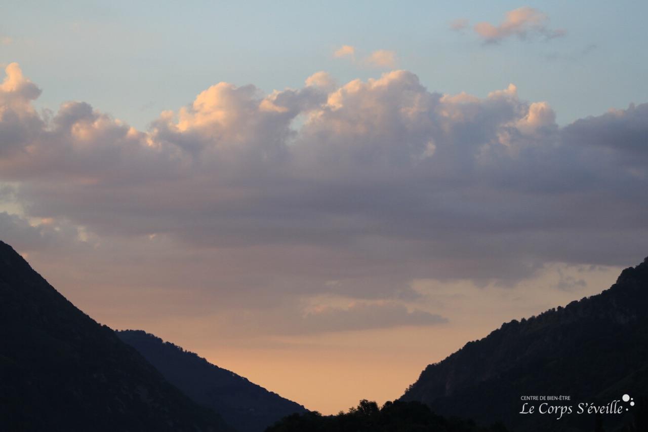 La montagne, lieu propice à se poser de bonnes questions. Photographie : Le Corps S'éveille.