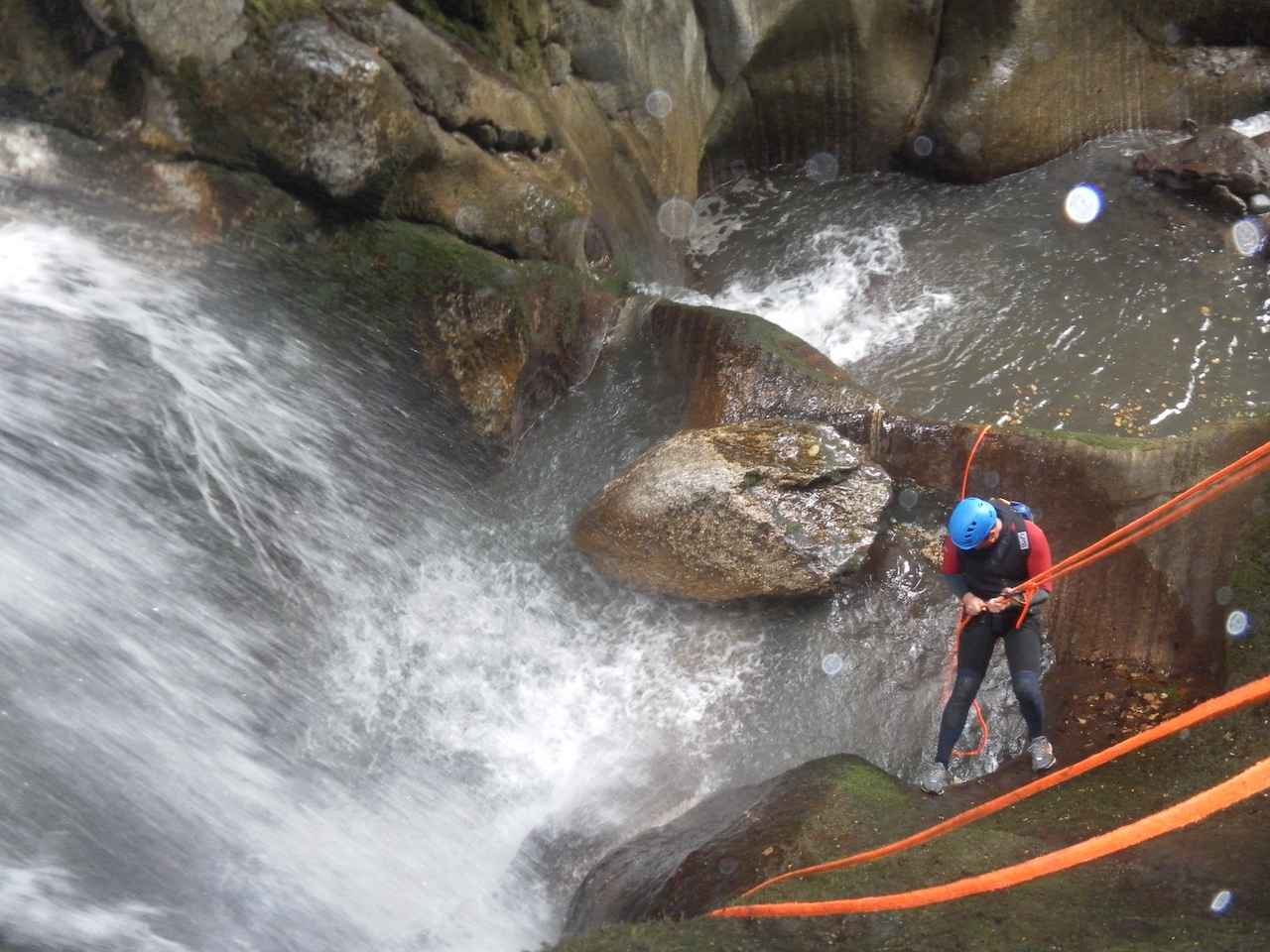 Canyoning avec Eric Corno dans les Pyrénées béarnaises.