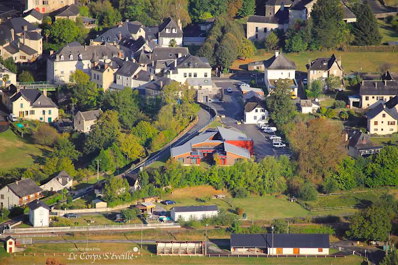 Le Centre de bien-être se trouve au centre du village de Bedous, en Pyrénées béarnaises, sud de Pau et Oloron-Sainte-Marie.