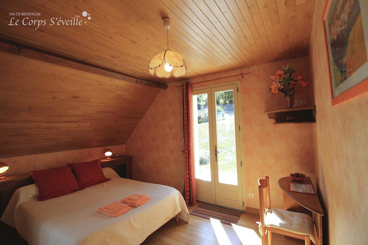 Chambre avec vue sur les Pyrénées, côté est.