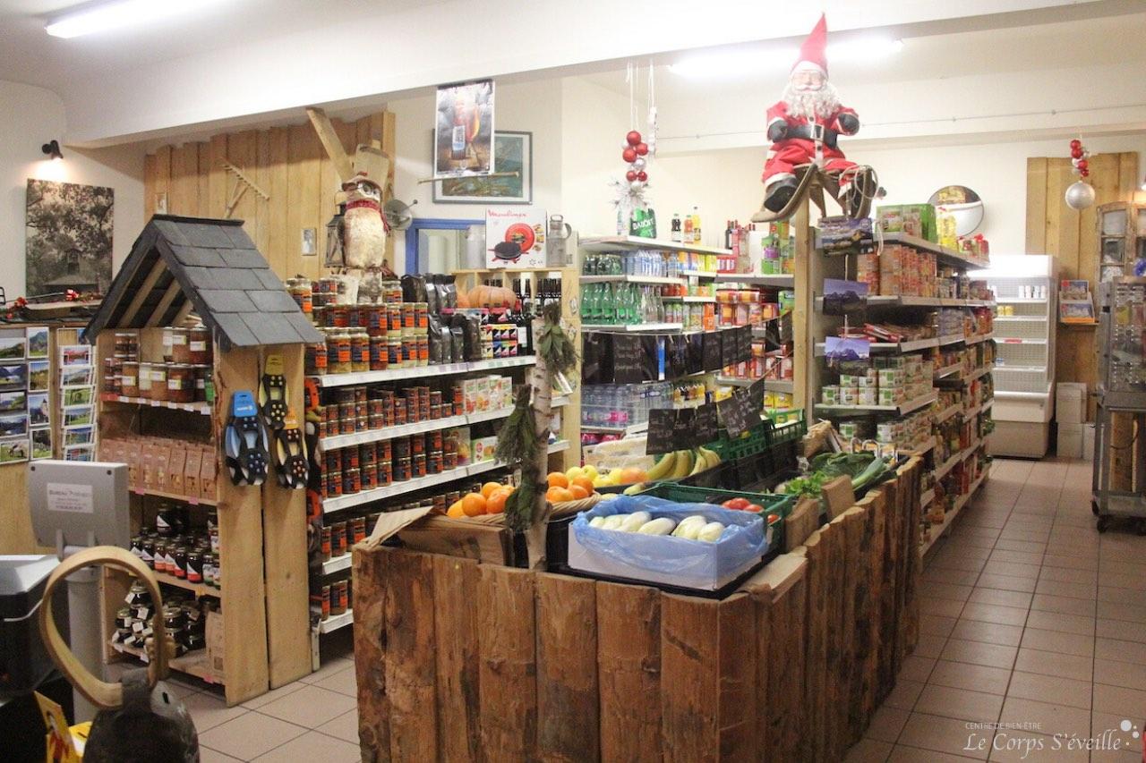 Le café épicerie restaurant chez Maud & David se trouve au centre du village de Lescun.