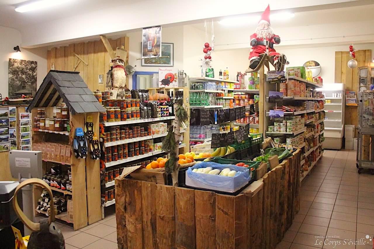 Le café épicerie de Lescun se trouve au centre du village.
