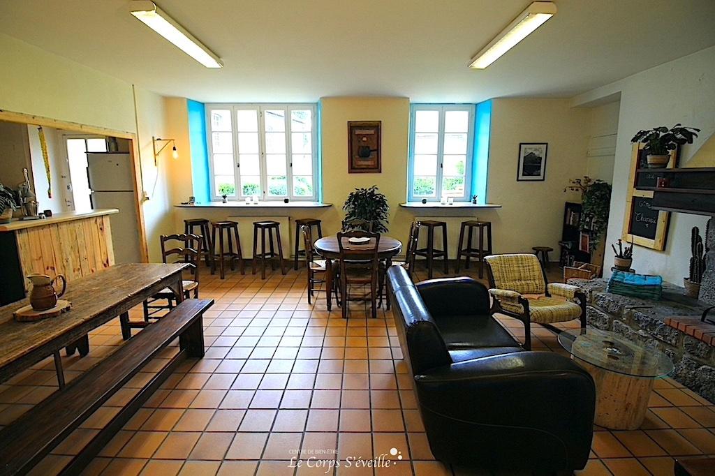 La salle de séjour au gîte d'étape et de séjour Chaneü à Osse-en-Aspe, Pyrénées Atlantiques.