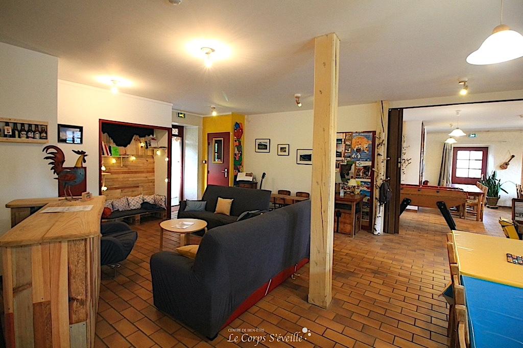 La salle de séjour de la Maison Despourrins, gîte d'étape et de séjour à Accous, Vallée d'Aspe.