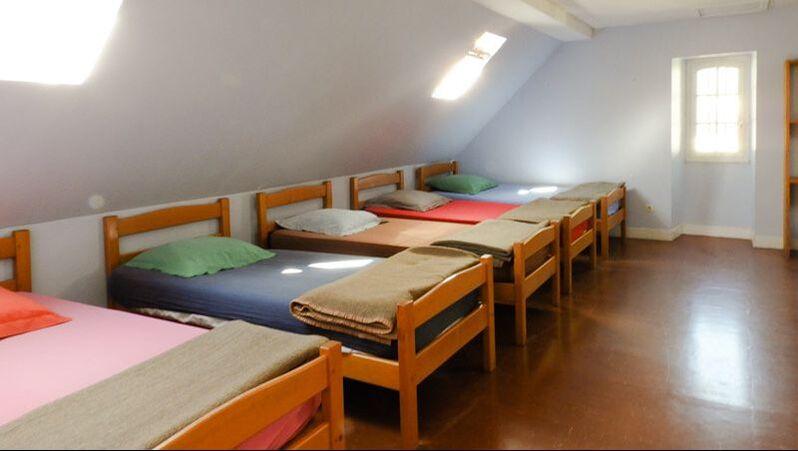 Le gîte Chaneu à Osse-en-Aspe a 4 chambres de 4 à 8 lits individuels.