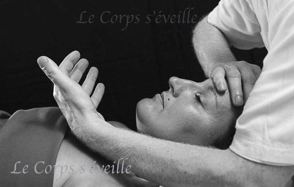 L'entretien, puis l'installation de la personne, ainsi que le temps de repos à la fin de la séance ont une durée de 20 à 30 minutes. Ce temps propice au bien-être de la personne s'ajoute à la durée du massage.