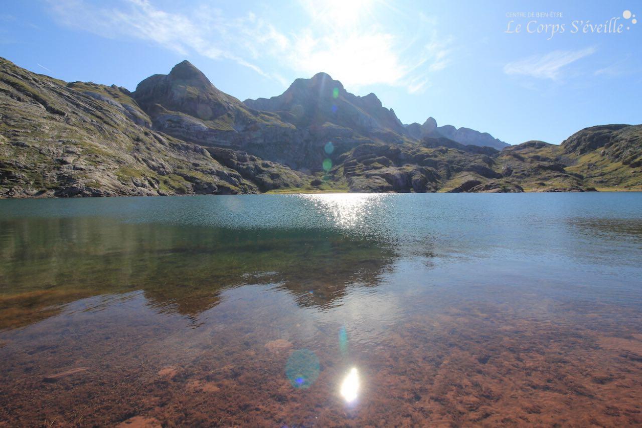 Le lac d'Estaëns, point de départ du réseau hydroélectrique, est situé à 1 800 mètres d'altitude.