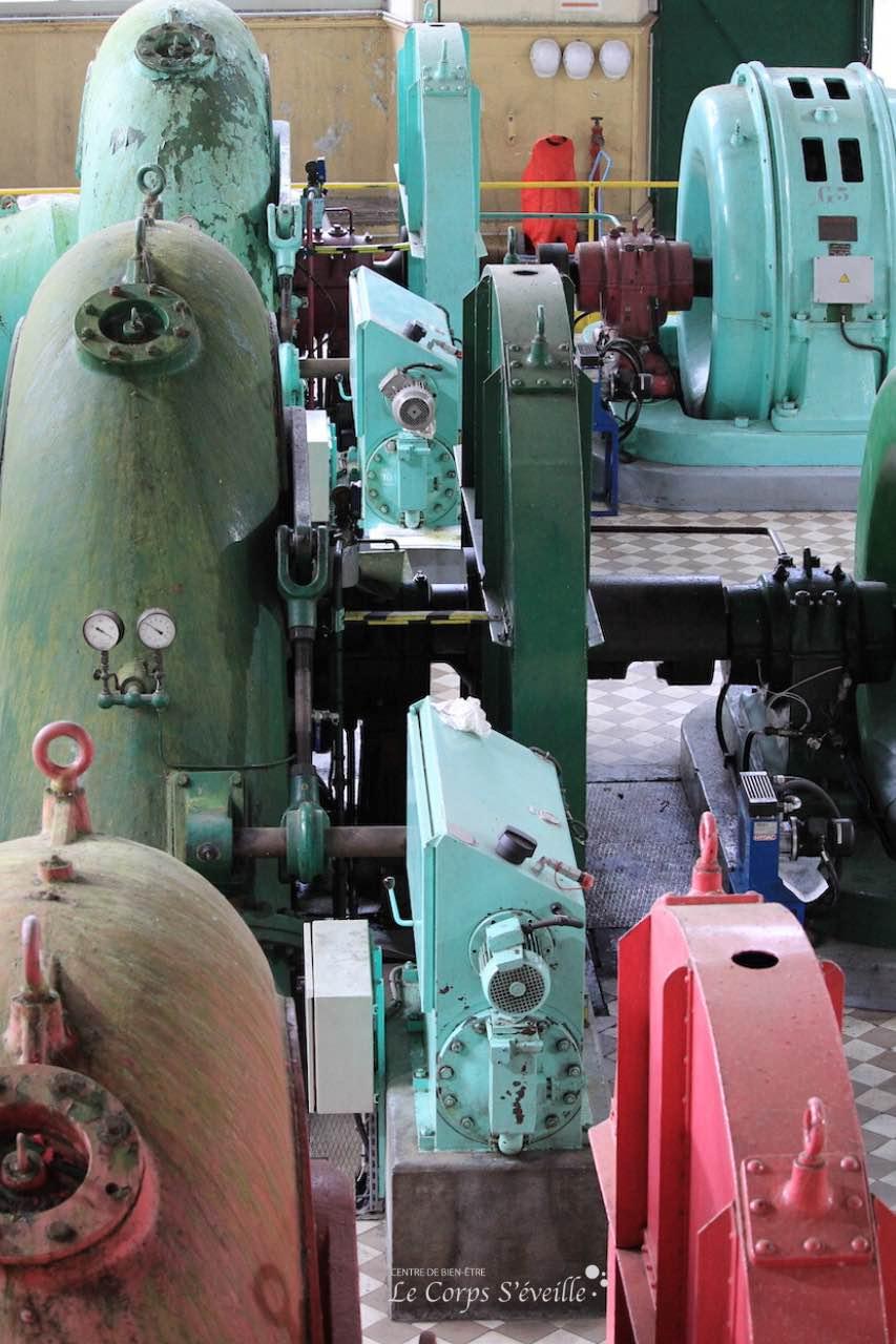 Turbines et alternateurs ont chacun leur couleur à la centrale d'Esquit à Accous.