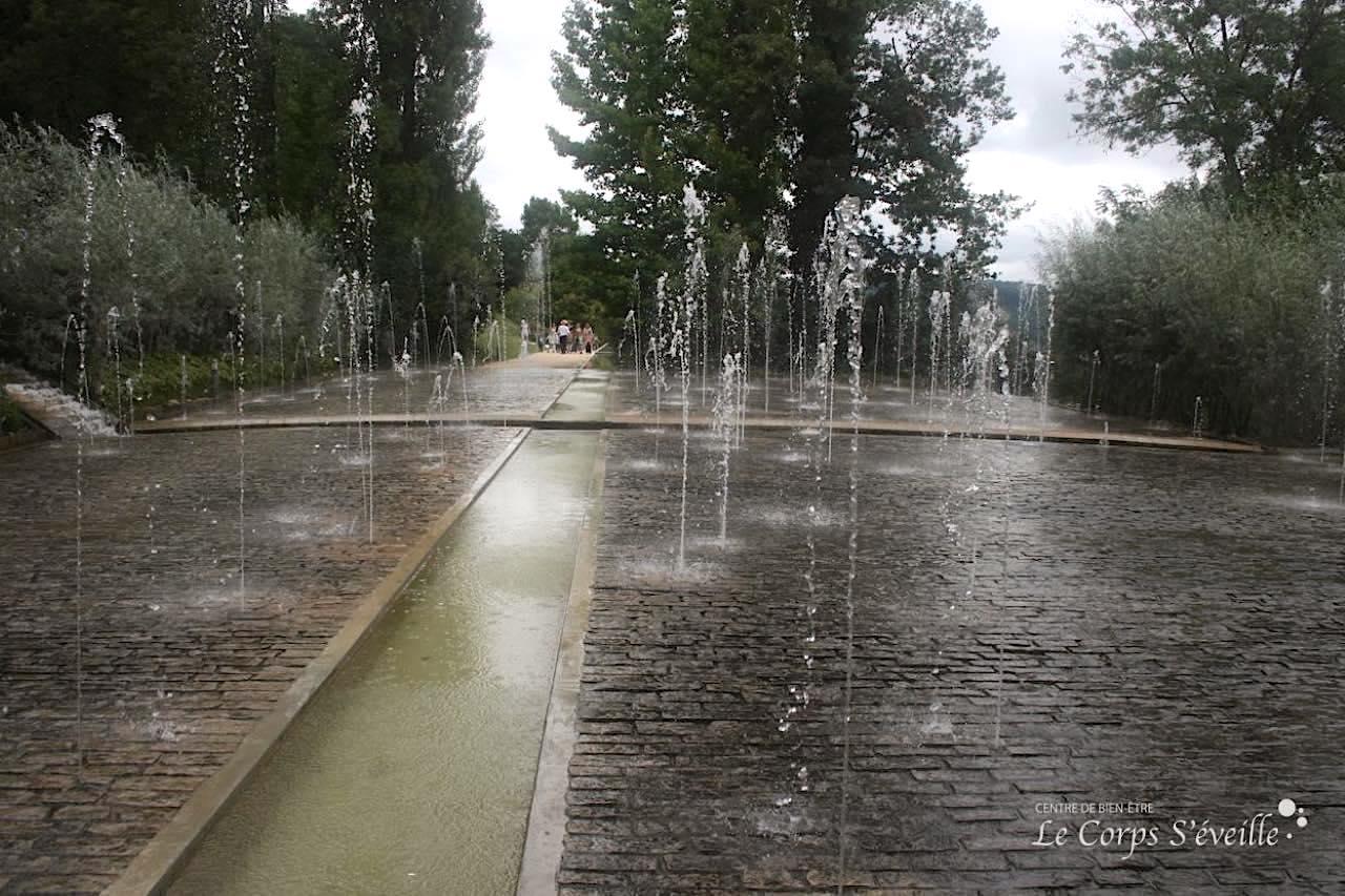 Les jardins de l'imaginaire à Terrasson-en-Villedieu, Périgord. Photographie : Centre de bien-être Le Corps S'éveille.