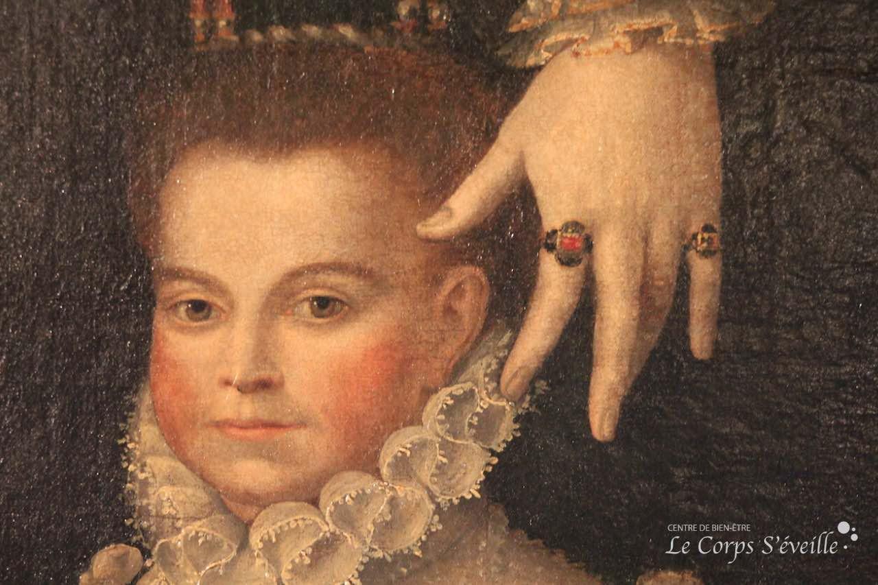 À la recherche des mains au château de Pau.