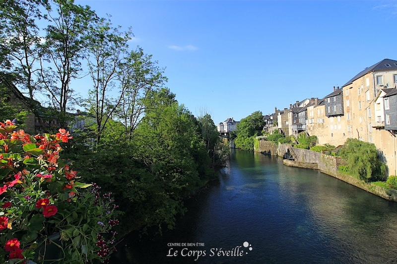 Le gave d'Aspe à Oloron-Sainte-Marie, en Béarn, Pyrénées Atlantiques.
