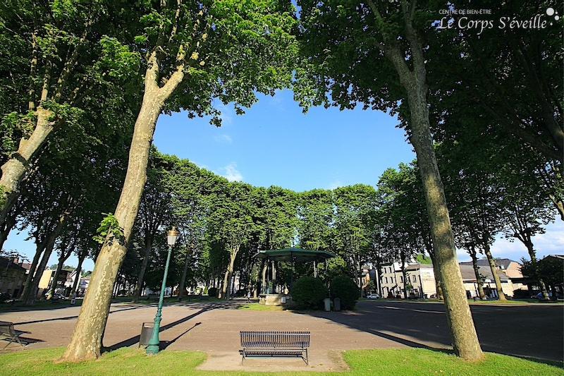Du jardin public à Oloron-Sainte-Marie, se mettre en route vers son bien-être en Pyrénées béarnaises.