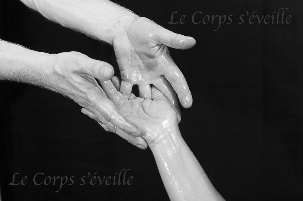 Cyrille Cauvet met les massages en images au Centre de bien-être, dans les Pyrénées béarnaises, sud de Pau et Oloron.