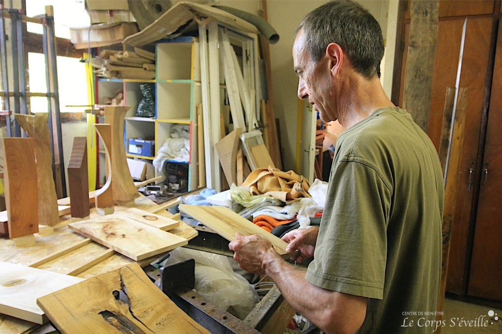 Stéphane Labedan se fournit en essences de bois adaptées à chaque création.