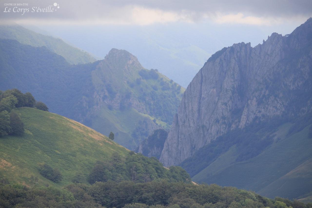 Les portes du bien-être : les Pyrénées béarnaises au-dessus de Osse-en-Aspe.