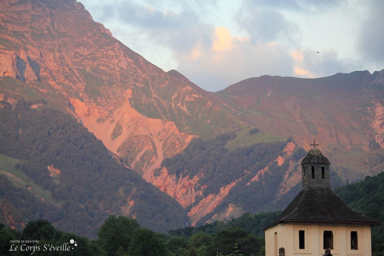 De Pau, monter dans le train du bien-être, direction la Vallée d'Aspe, dans les Pyrénées béarnaises.