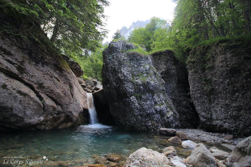 Les portes du bien-être : les sources du gave d'Aspe, en Pyrénées Atlantiques.