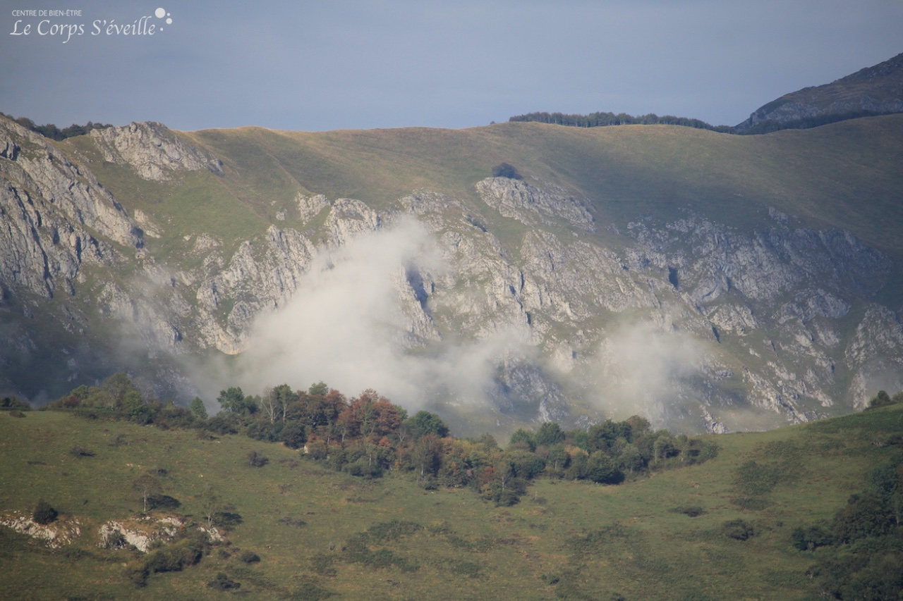 Les portes du bien-être : la Vallée d'Aspe au-dessus de Bedous et Accous.